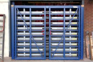 Opslag staal plaatmateriaal pivoterende deuren