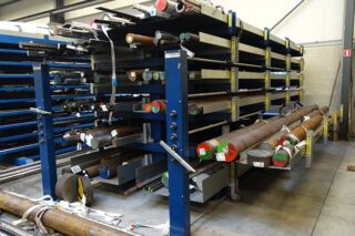 eurostorage roll-out cantilever rack with drawers for profiles