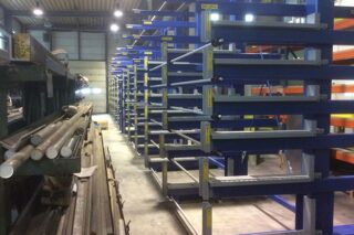 cantilever roll-out rack with extractable shelves for loading