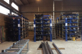 roll out cantilever rack for metal pipes steel tubes